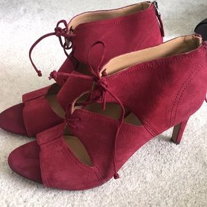 Red lace up heels! 👠